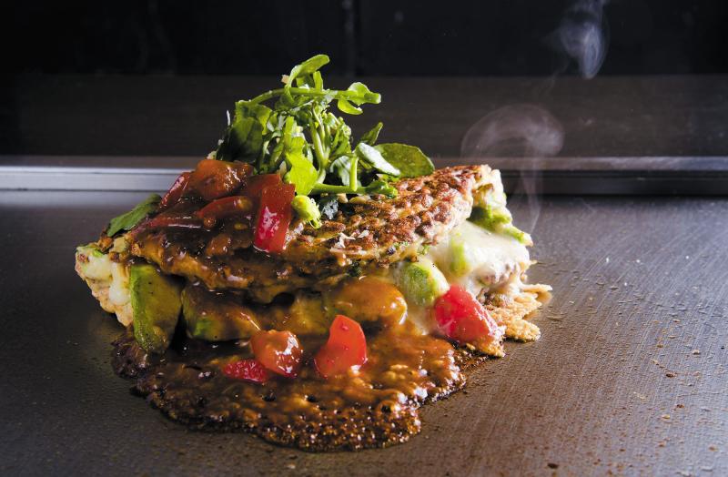 7階 鉄板焼お好み焼かしわ「アボカドチーズの美麦お好み焼~トマトデミグラスソース~_R