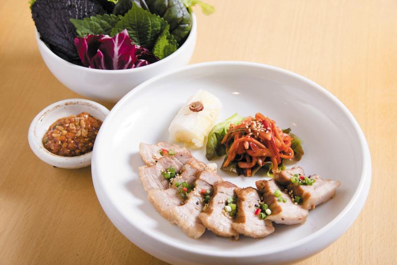 6階 渋谷水刺齋「はだか麦味噌漬け韓方ゆで豚肉ポッサム~葉物野菜付き~」_R